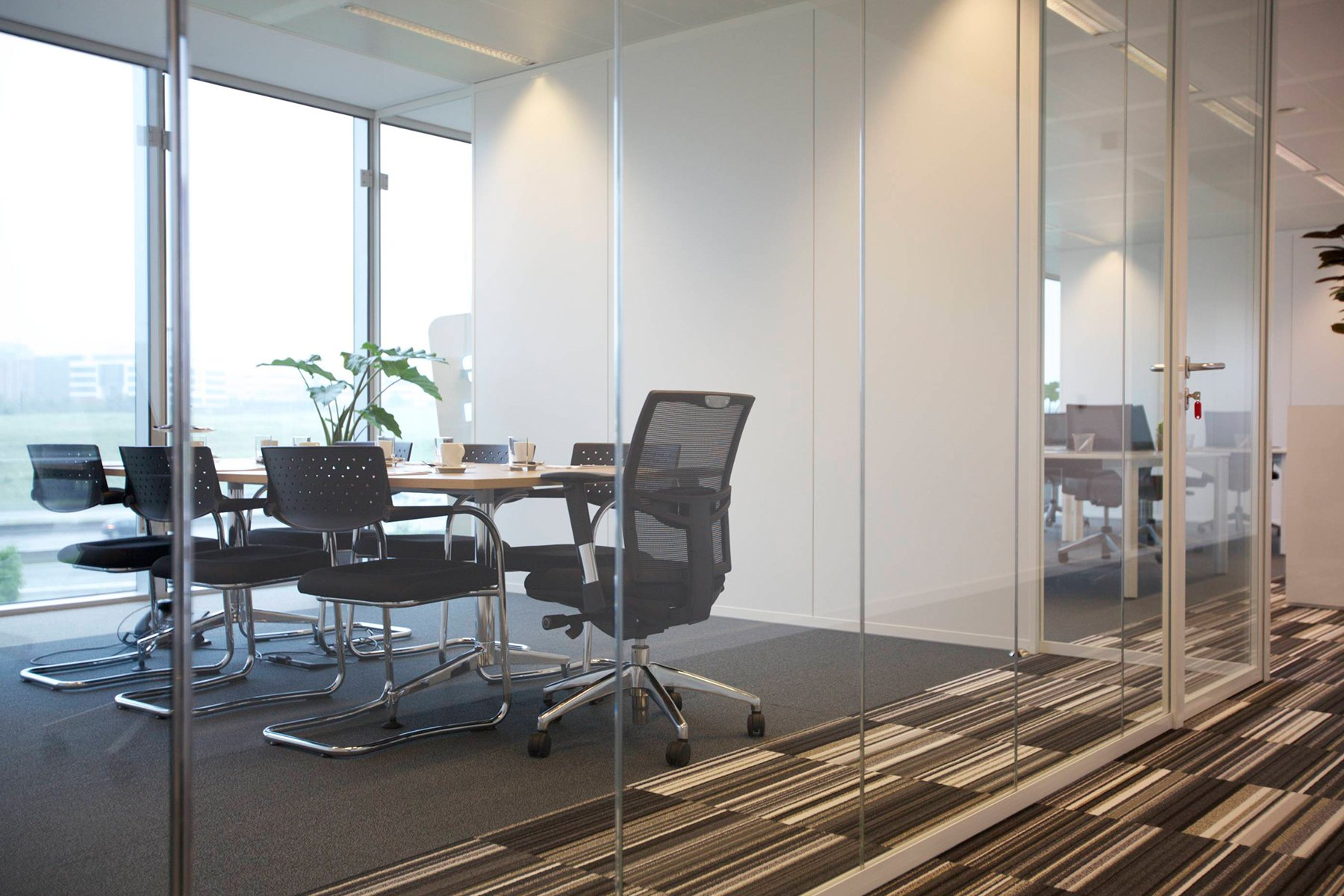 Meeting room and virtual office at brussels airport for Interior zaventem