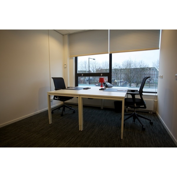 Amsterdam - UP Building - Desk Space
