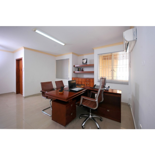 Lagos - Oduduwa Crescent - Desk Space